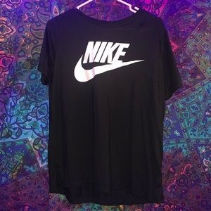 Black short sleeve Nike T-shirt Size: L